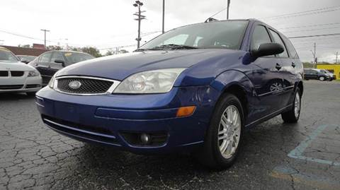 2005 Ford Focus for sale at TIGER AUTO SALES INC in Redford MI