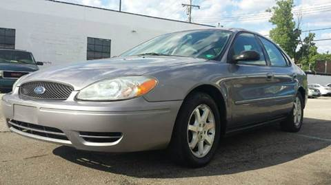 2006 Ford Taurus for sale at TIGER AUTO SALES INC in Redford MI