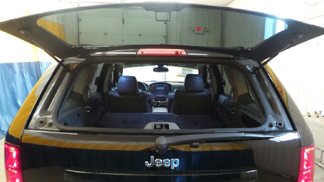 2006 Jeep Grand Cherokee SRT8 4WD w/ Front Side Airbags - Fort Wayne IN