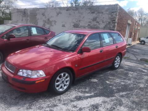 2001 Volvo V40 for sale at BELL AUTO & TRUCK SALES in Fort Wayne IN