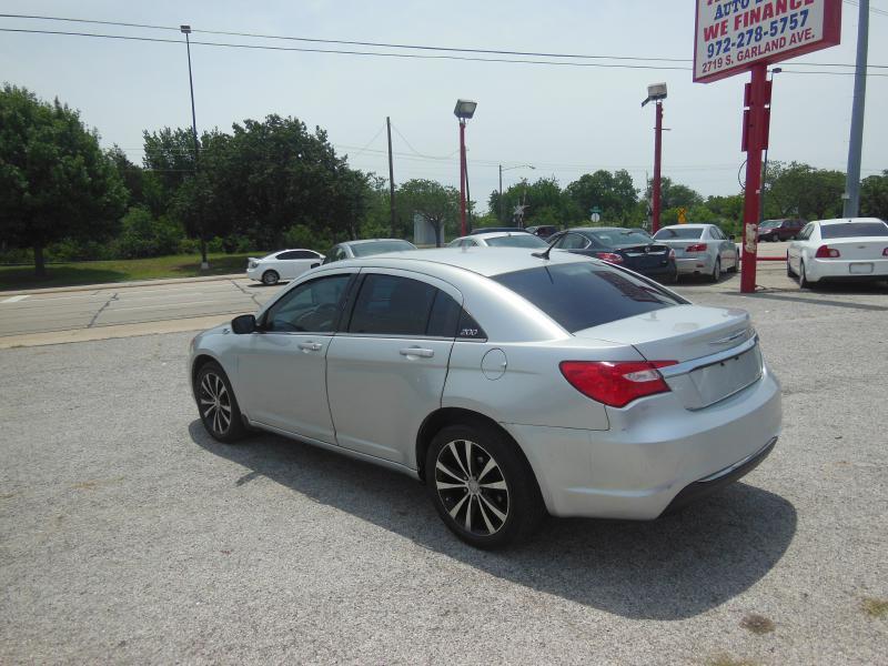 2011 Chrysler 200 LX 4dr Sedan - Garland TX