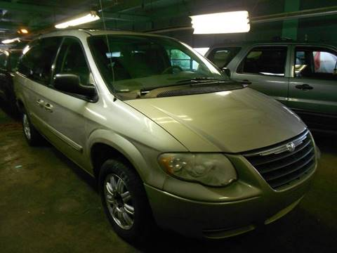 2005 Chrysler Town and Country for sale in Wallingford, CT