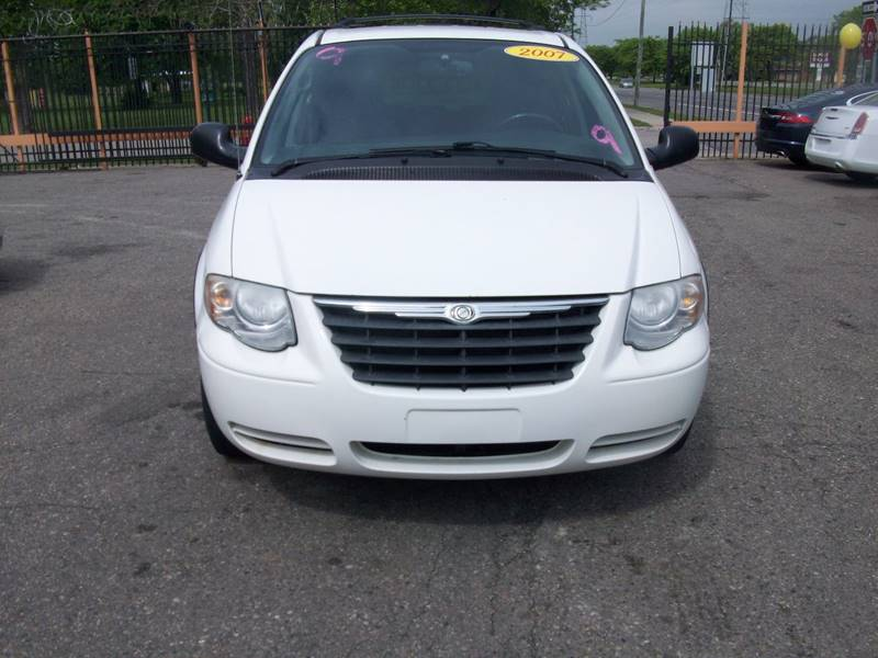 2007 Chrysler Town  Country  Miles 215000Color White Stock 3953b VIN 2A4GP54L87R127312