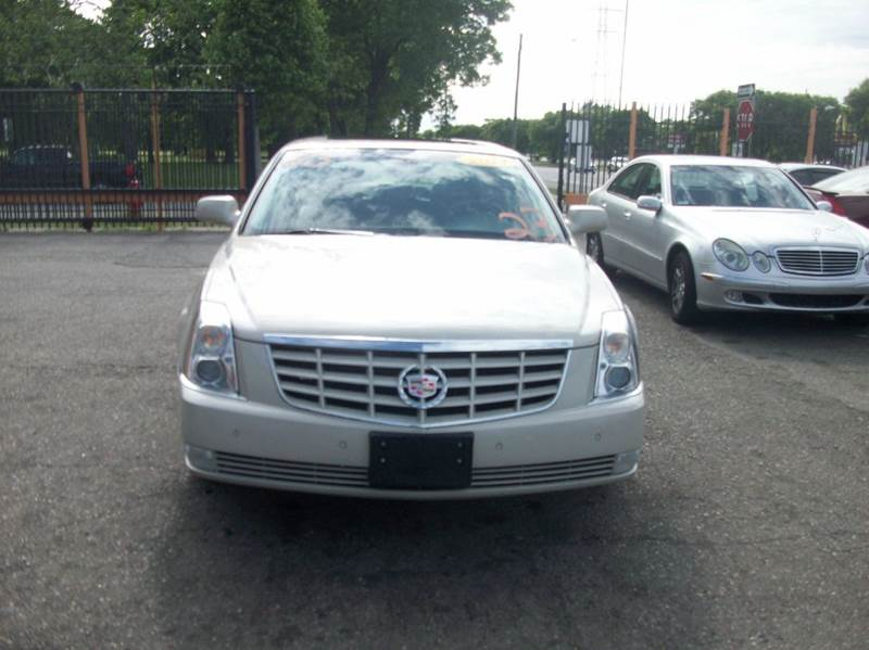 2011 Cadillac Dts  Miles 119220Color White Stock 3740b VIN 1G6KH5E60BU116793