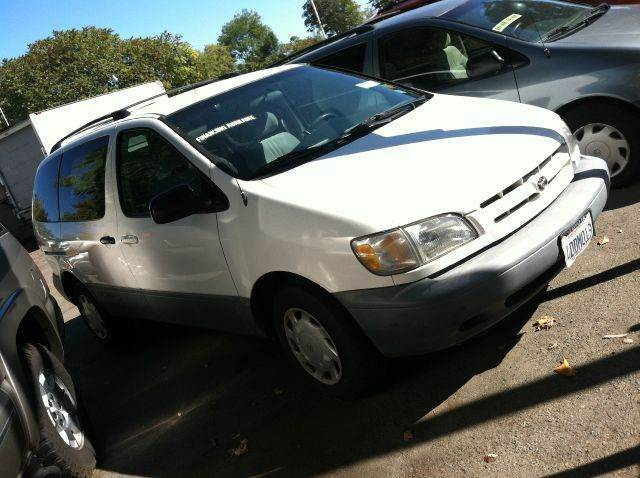 1999 Toyota Sienna for sale at CALIFORNIA AUTOMART in San Jose CA