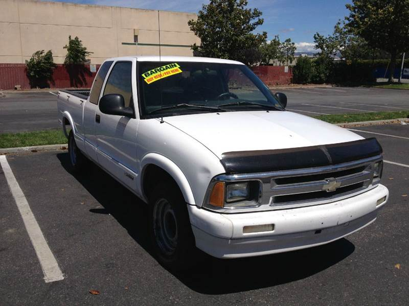 1995 Chevrolet S-10 for sale at CALIFORNIA AUTOMART in San Jose CA