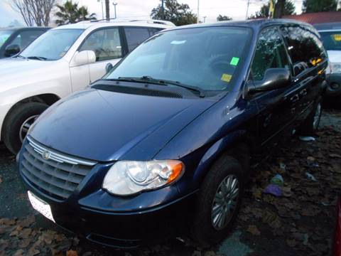 2006 Chrysler Town and Country for sale at CALIFORNIA AUTOMART in San Jose CA