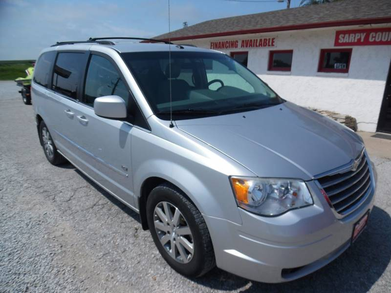 2009 Chrysler Town and Country Touring Mini-Van 4dr - Springfield NE
