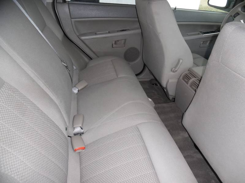 2006 Jeep Grand Cherokee Laredo 4dr SUV 4WD w/ Front Side Airbags - Springfield NE