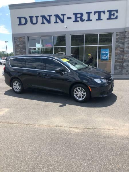 2017 Chrysler Pacifica for sale at Dunn-Rite Auto Group in Kilmarnock VA