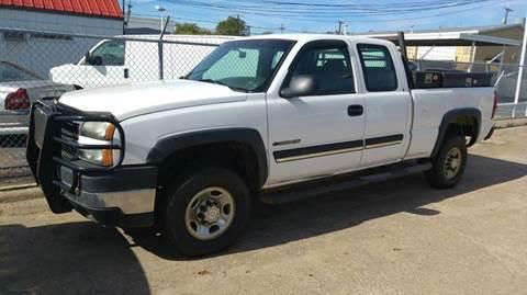 2006 Chevrolet Silverado 2500HD for sale at DFW AUTO FINANCING LLC in Dallas TX