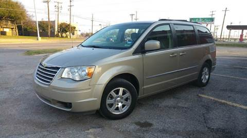 2009 Chrysler Town and Country for sale at DFW AUTO FINANCING LLC in Dallas TX