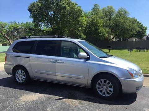 2006 Kia Sedona for sale at DFW AUTO FINANCING LLC in Dallas TX