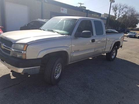 2004 Chevrolet Silverado 2500HD for sale at DFW AUTO FINANCING LLC in Dallas TX