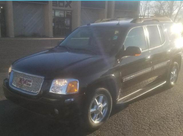 2005 GMC Envoy XL for sale at Doug's Auto Sales in Columbia MO