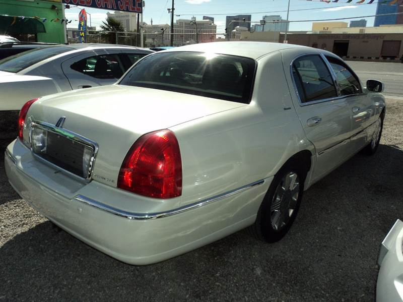 2004 Lincoln Town Car Signature 4dr Sedan - Las Vegas NV