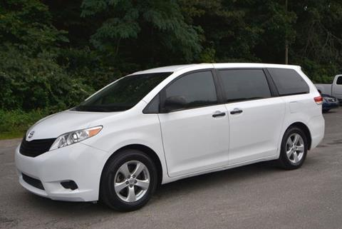 2013 Toyota Sienna for sale in Naugatuck, CT