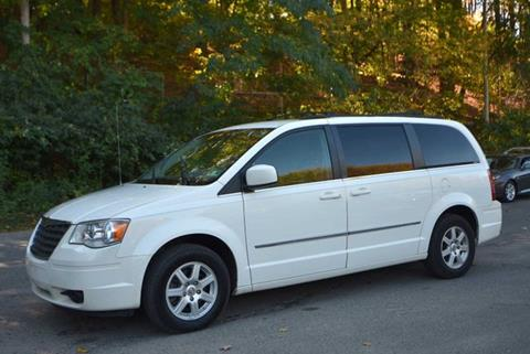 2010 Chrysler Town and Country for sale in Naugatuck, CT