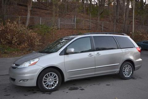2008 Toyota Sienna for sale in Naugatuck, CT