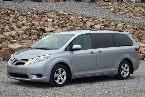 2015 Toyota Sienna for sale in Naugatuck, CT