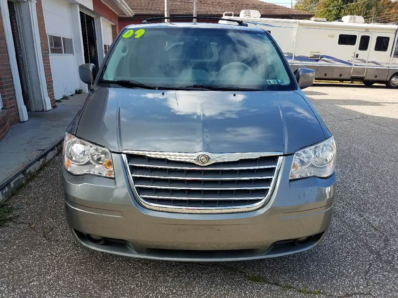 2009 Chrysler Town and Country for sale at LEGACY AUTO SALES in Waterford PA