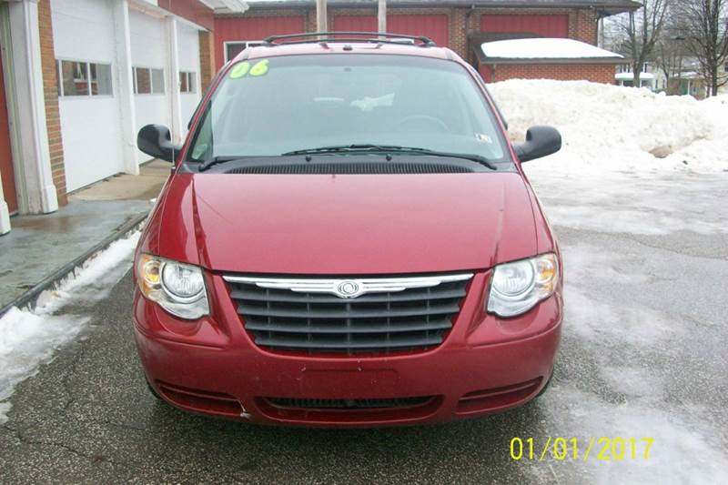 2006 Chrysler Town and Country for sale at LEGACY AUTO SALES in Waterford PA