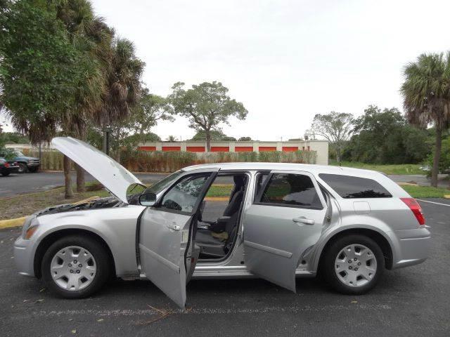 2005 Dodge Magnum for sale at Florida Auto Trend in Plantation FL