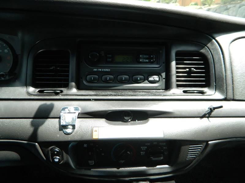 2011 Ford Crown Victoria Police Interceptor 4dr Sedan (3 27 Axle) In