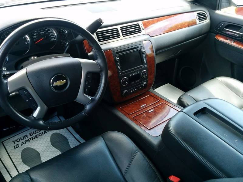 2011 Chevrolet Suburban 4x4 LTZ 1500 4dr SUV - Milan IL