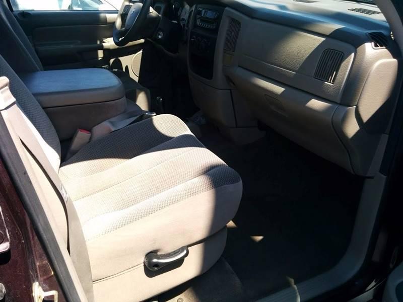 2005 Dodge Ram Pickup 1500 4dr Quad Cab ST 4WD SB - Milan IL