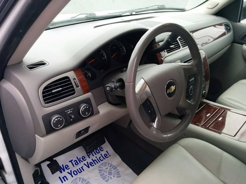 2009 Chevrolet Tahoe 4x4 LTZ 4dr SUV - Milan IL