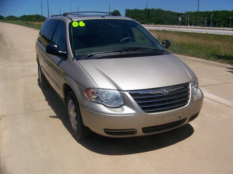 2006 Chrysler Town and Country Touring 4dr Extended Mini-Van - Troy MO