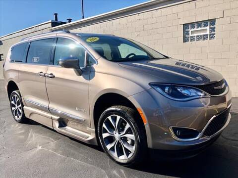 2018 Chrysler Pacifica for sale at Richardson Sales & Service in Highland IN