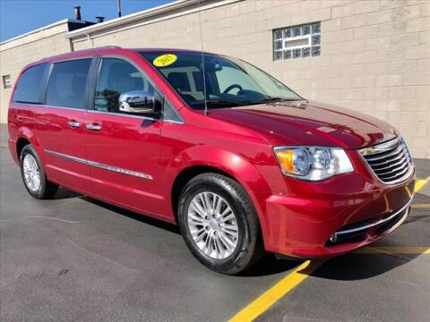 2015 Chrysler Town and Country for sale at Richardson Sales & Service in Highland IN