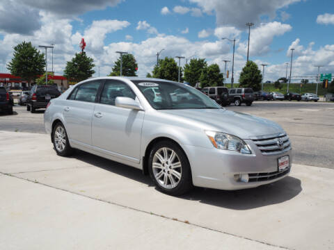 2005 Toyota Avalon for sale at SIMOTES MOTORS in Minooka IL