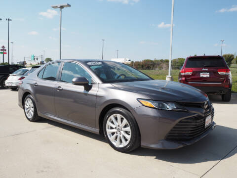 2018 Toyota Camry for sale at SIMOTES MOTORS in Minooka IL