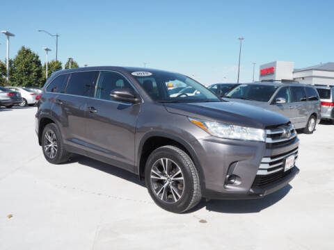 2019 Toyota Highlander for sale at SIMOTES MOTORS in Minooka IL