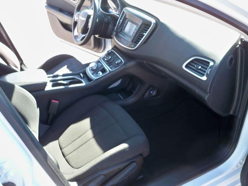 2015 Chrysler 200 Limited 4dr Sedan - Murray KY