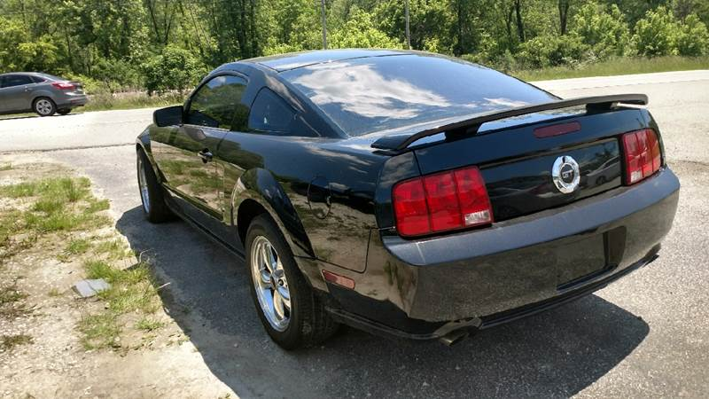 2005 Ford Mustang GT Deluxe 2dr Coupe - Ashland KY