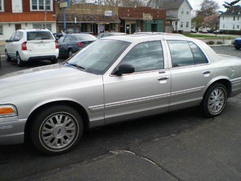 2005 Ford Crown Victoria for sale at DTH FINANCE LLC in Toledo OH