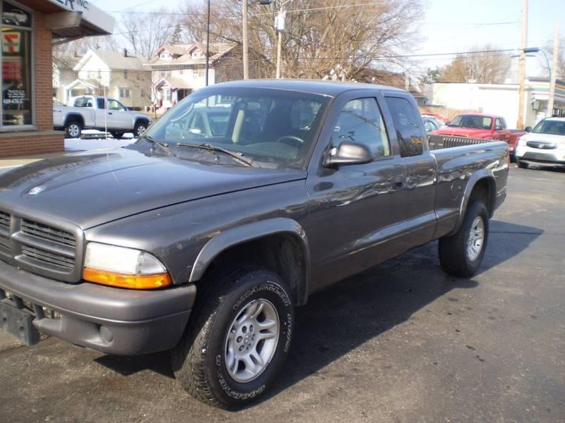 2003 Dodge Dakota for sale at DTH FINANCE LLC in Toledo OH