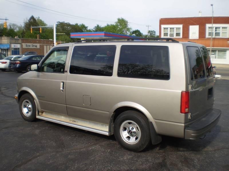 2002 GMC Safari for sale at DTH FINANCE LLC in Toledo OH