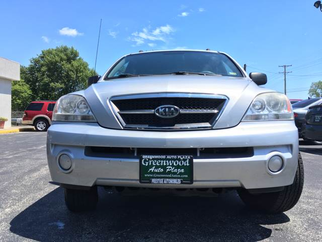 2005 Kia Sorento for sale at Greenwood Auto Plaza in Greenwood MO