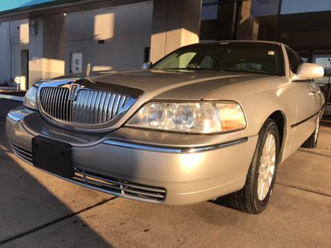 2005 Lincoln Town Car for sale at TOWNE AUTO BROKERS in Virginia Beach VA