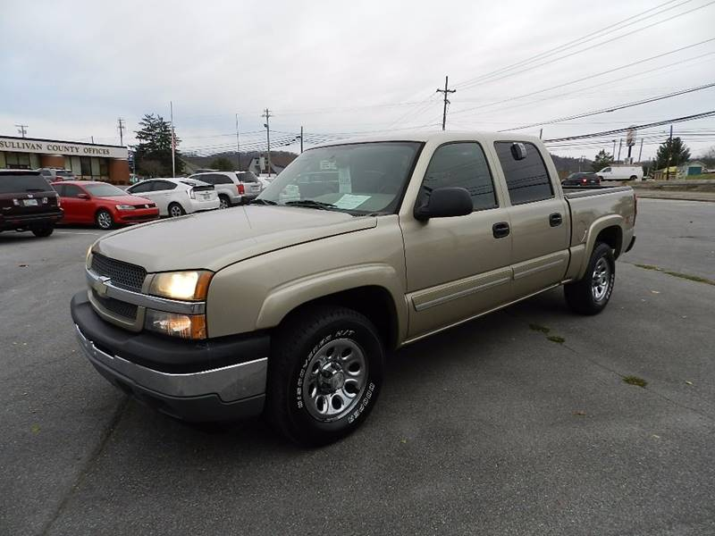 2005 CHEVROLET SILVERADO 1500 LS beige the front windshield is in excellent condition  the paint