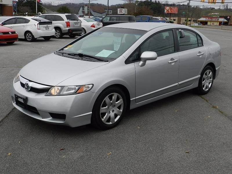 2011 HONDA CIVIC LX silver the front windshield is in excellent condition  the paint is in great