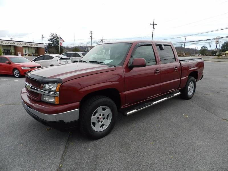 2004 CHEVROLET SILVERADO 1500 LS maroon the front windshield is in excellent condition    the pa