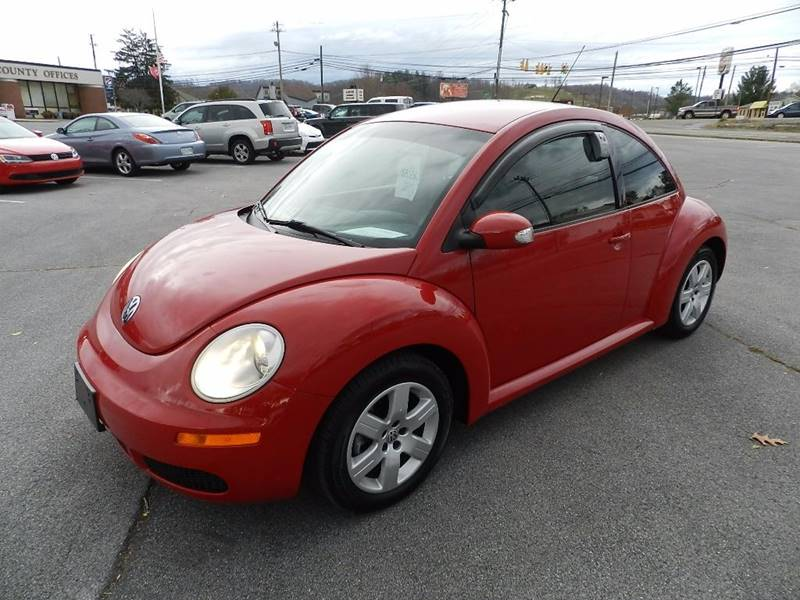 2007 VOLKSWAGEN NEW BEETLE 25 red the front windshield is in excellent condition  the paint has