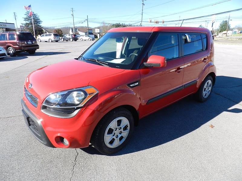 2013 KIA SOUL BASE red the front windshield is in excellent condition  the paint is in great sha