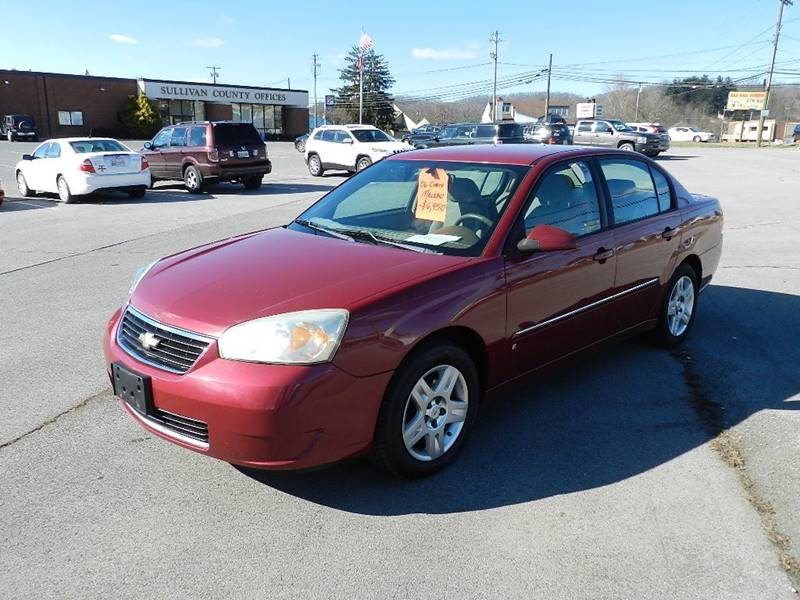 2006 CHEVROLET MALIBU LT maroon the front windshield is in excellent condition  the paint is in